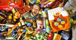 Как выбрать игрушку, безопасную для глаз ребенка